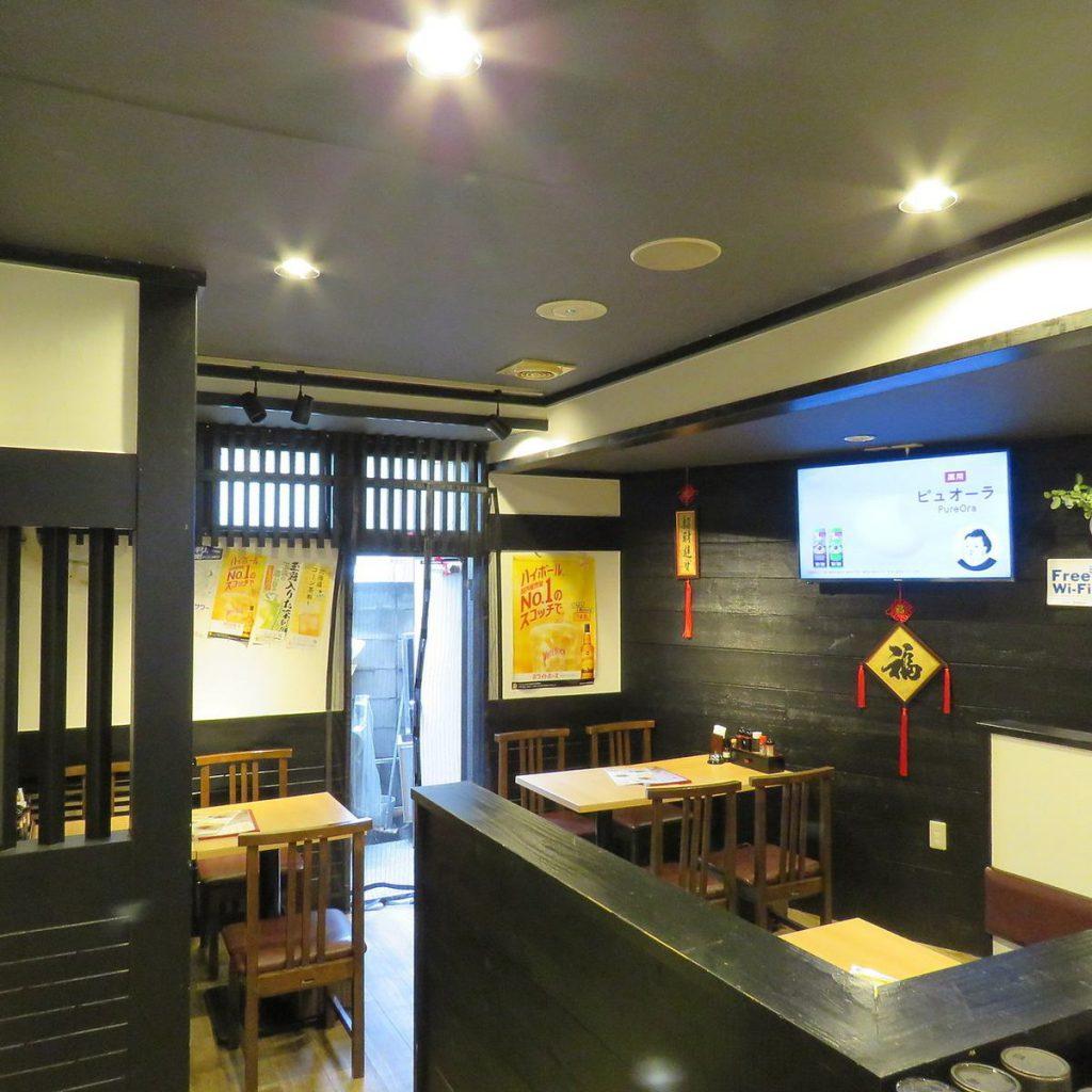 香港屋常盤台店シックなインテリアの内観